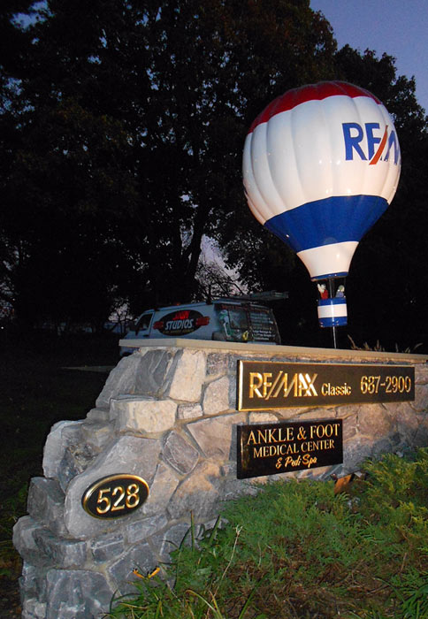 Remax Monument
