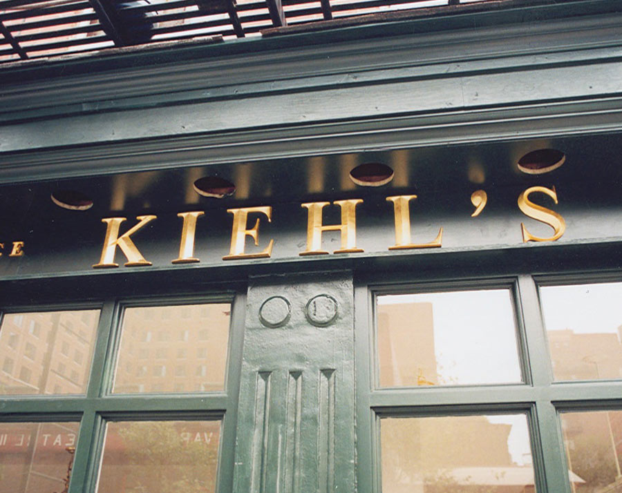 Kiehl's Dimensional Lettering Gold closeup