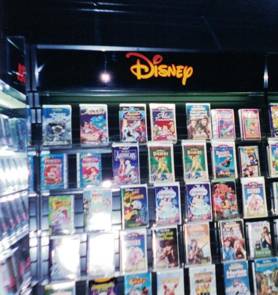 Disney retail Sign Studios