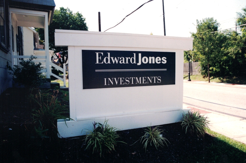 Edward Jones monument Sign Studios