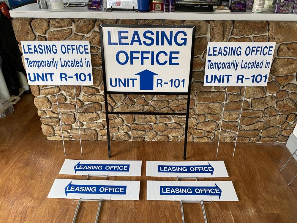 La Maison Leasing Office Signs