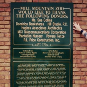 Mill Mountain Zoo aluminum Sign Studios