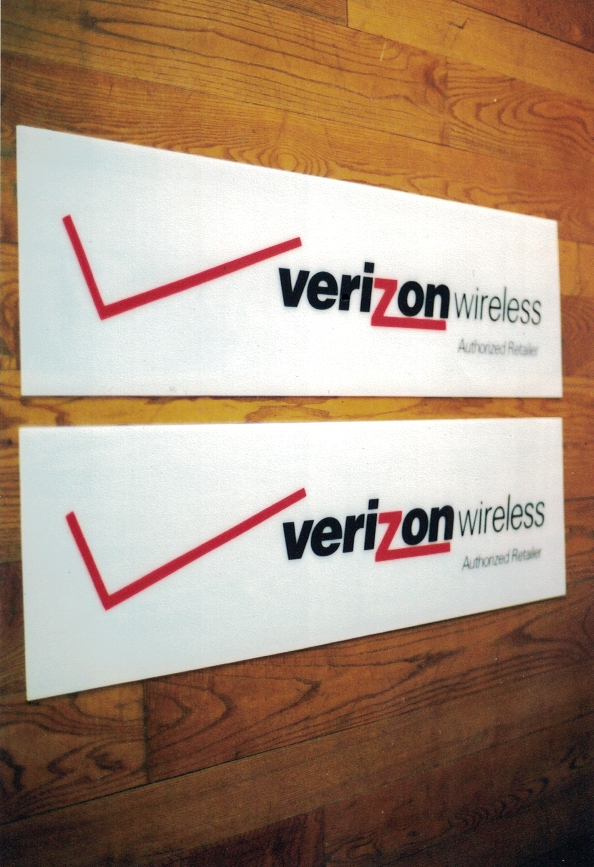 Verizon retail Sign Studios